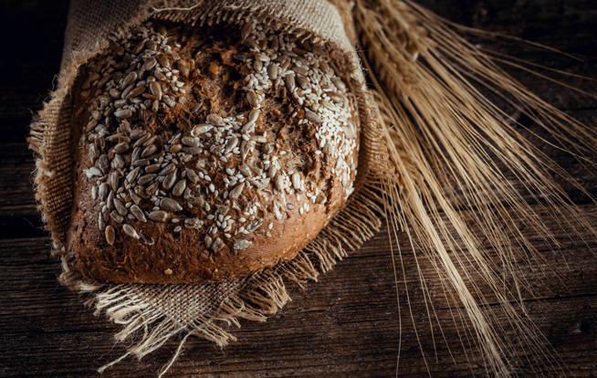 Por qué deberíamos comer pan integral en vez de pan blanco